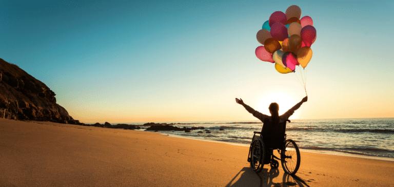 jongeren met een chronische aandoening zee en ballonnen